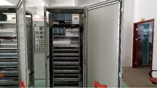 雷恒控制PLC控制柜在水处理系统应用
