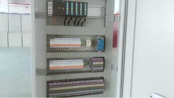 PLC控制柜组成